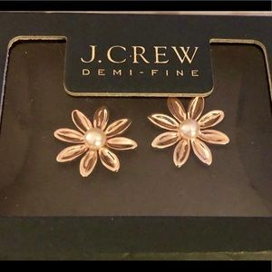 🌸J.CREW 14K ROSE GOLD PLATED FLOWER PEARL STUDS
